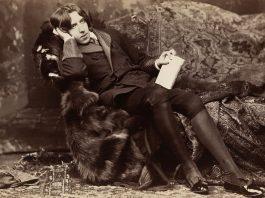 image of oscar wilde seated